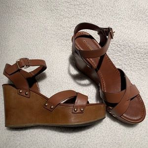 Like new city classified brown wedges size 9